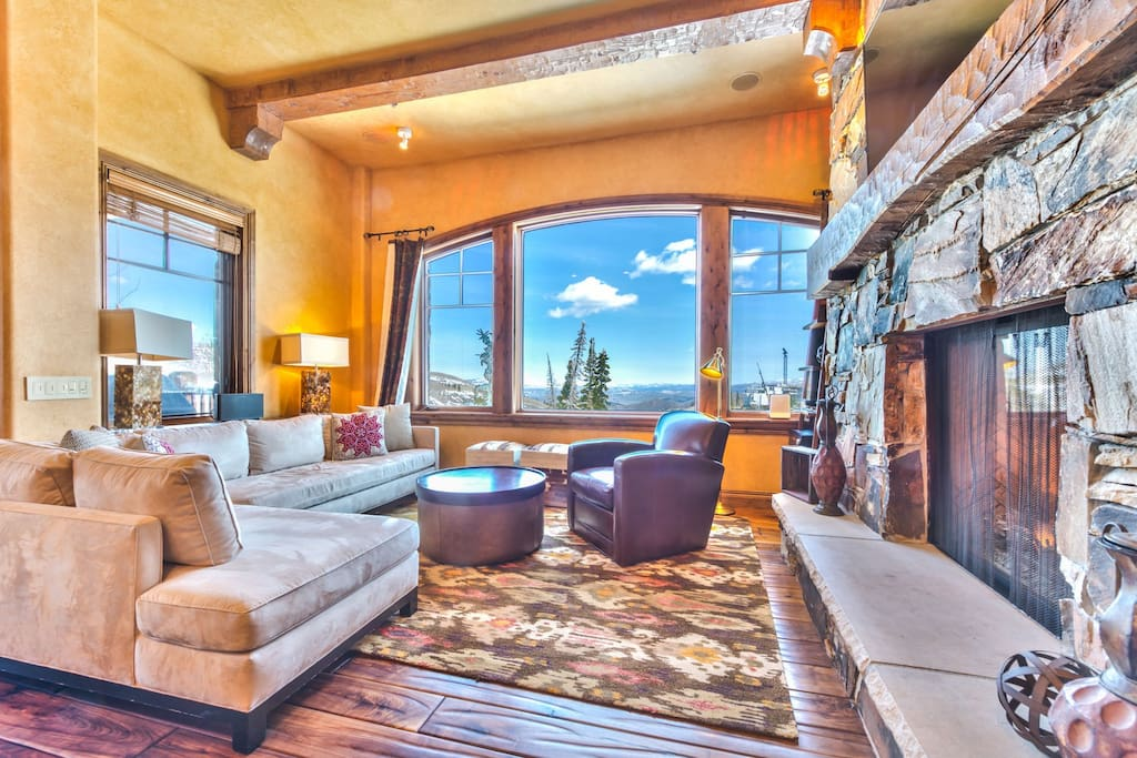 Living Area with Comfortable Seating, Flat Screen TV, DVD and Gas Fireplace