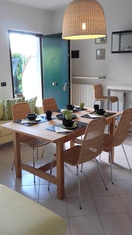 Appartamento con giardino Ronchi - Massa - Lejlighed