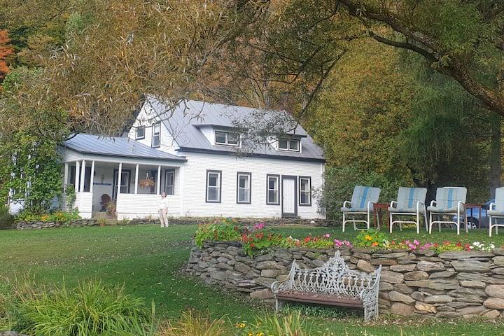 The Farm on Mad River-Meadow North w/shared bath