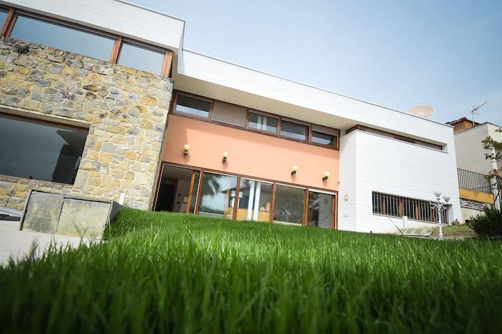Villa de lujo en  Pamplona