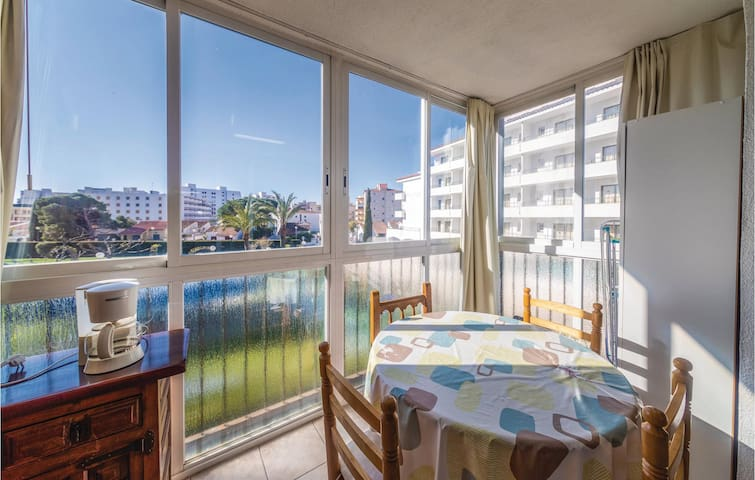 Holiday apartment with 1 room on 30m² in Roses