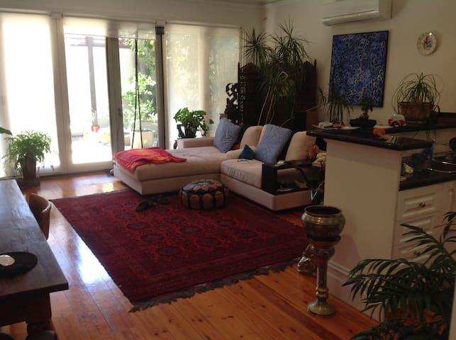 Cozy home close to beach and city - Port Melbourne - House