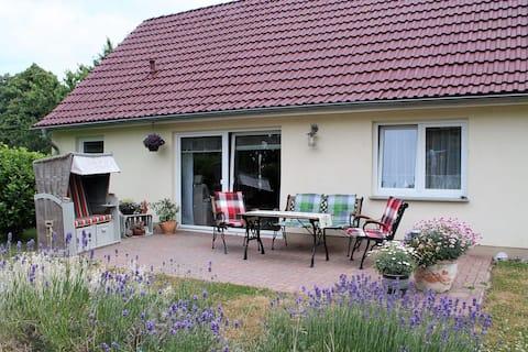 Cosy Holiday Home in Hohenkirchen near Baltic Sea