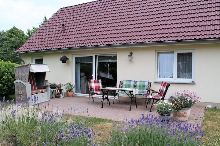Cosy Holiday Home in Hohenkirchen near Baltic Sea