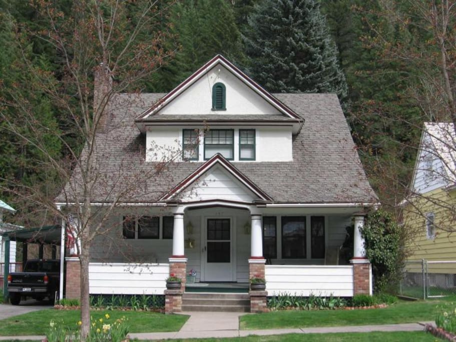 Charming 3 Br Historic Home With Covered Parking Houses