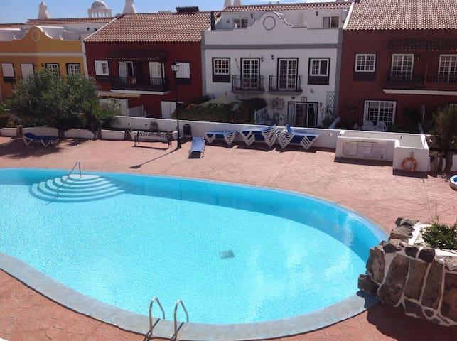 Habitación con terraza y piscina - Santa Cruz de Tenerife - House