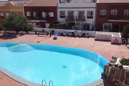 Habitación con terraza y piscina - Санта-Крус-де-Тенерифе