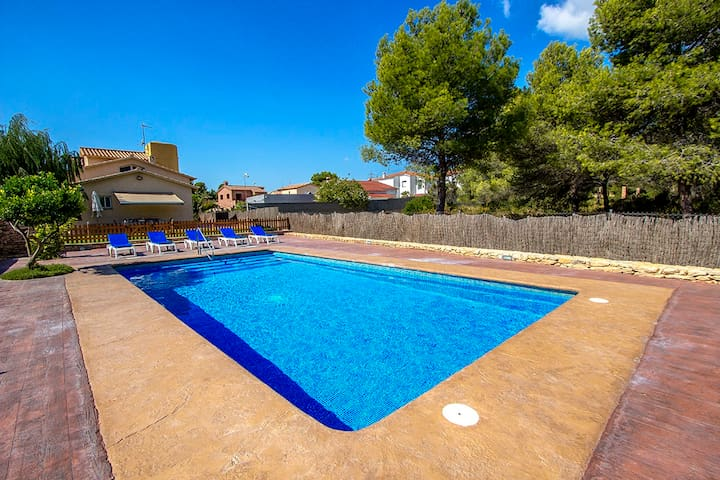 Catalunya Casas: Magical Costa Dorada villa in Roda de Bara, only 2km from the beach!