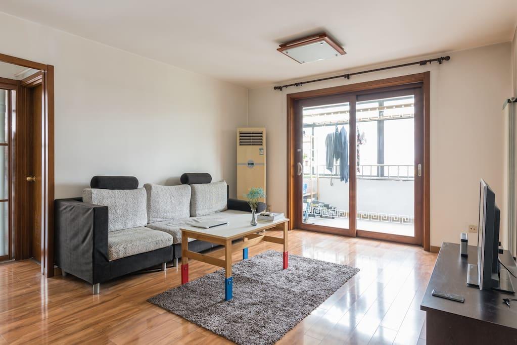 室内光线通透,客厅卧室空调
