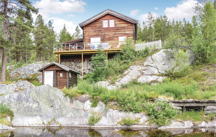 Holiday cottage with 5 bedrooms on 100m² in Heidal
