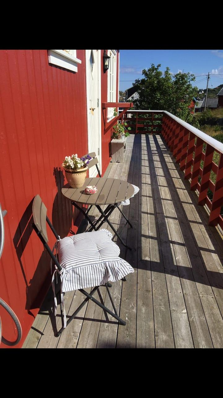 Rorbu Tind, Lofoten. Tindsveien 8.  8392 Sørvågen
