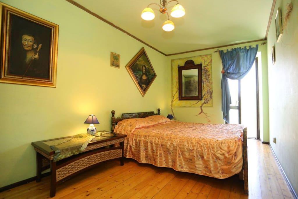 prva spavača soba,mirno i ugodno