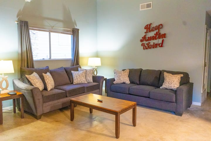 Great for ACL! new charming condo in South Lamar