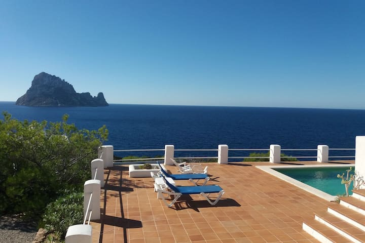 Comfortable Spanish villa with magical views of Es Vedra