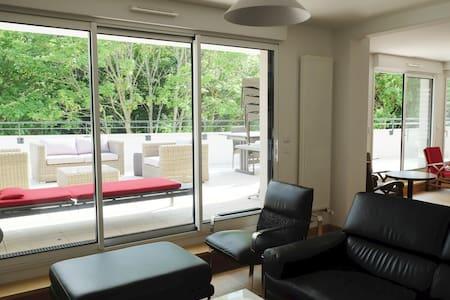 Agréable appartement  terrasse proche centre ville