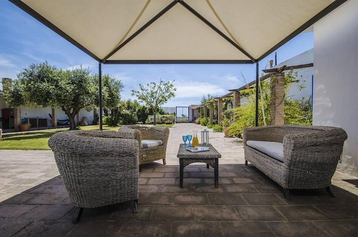 Villa Thalassos con accesso diretto in spiaggia