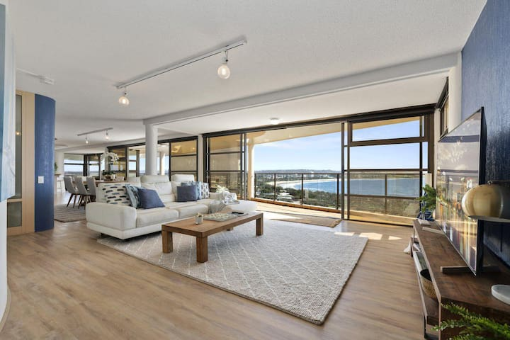 The Penthouse @ Point Cartwright - INSTANT HOTEL WINNER 2019