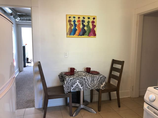 Large 1 BdRm Suite near DT+17th Ave, NETFLIX+WIFI