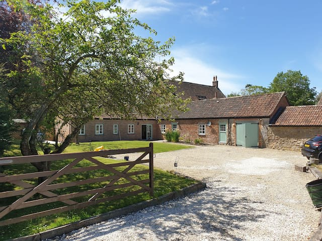 Luxury Barn in Somerset - Hot Tub & Woodburner