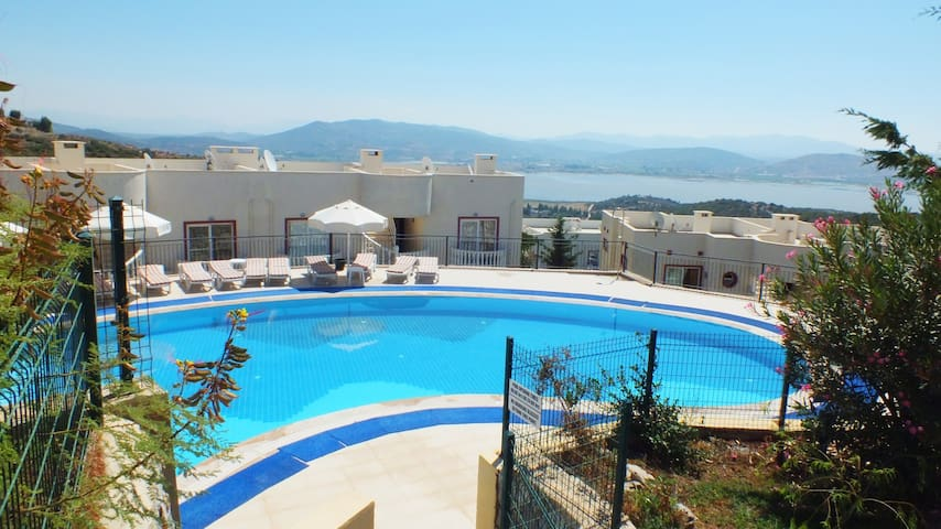 BODRUM APARTMENT WITH LAKE VIEW & 4 SWIMMING POOLS