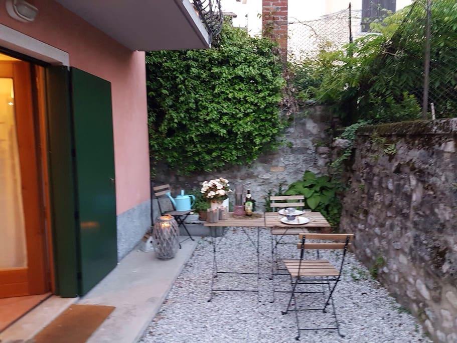 Delizioso bilocale con giardinetto appartamenti in for Appartamenti in affitto a belluno arredati