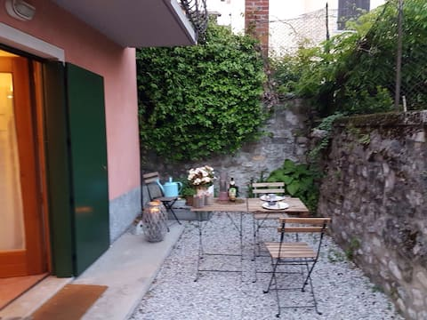 Delicious two-room apartment with garden