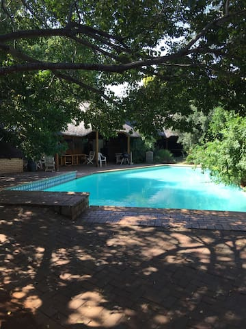 OUR LITTLE EDEN : PRIVATE AND SECURE : - Hartbeespoort - Talo