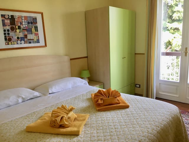 Camera 4 con balcone e bagno esterno