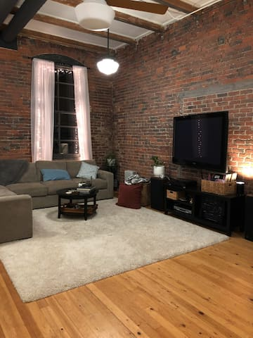 Beautiful Historic Loft: Open Concept