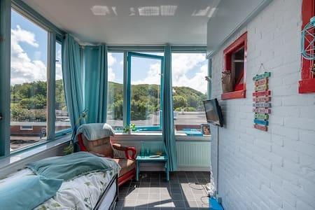 Nog even weg in Wijk aan Zee in zonnige studio !!!