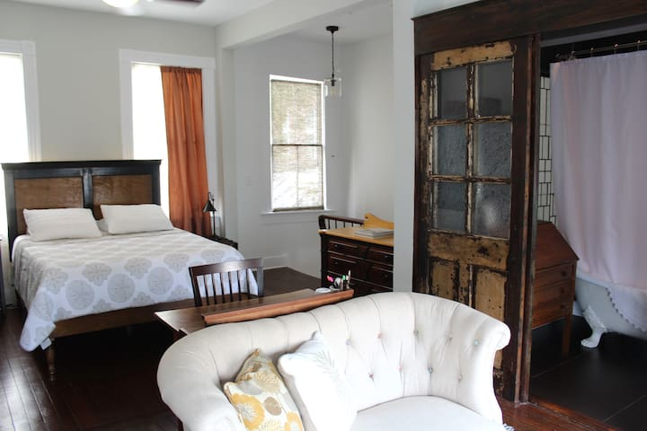 1BR/1BA Two Story Historic District House on York