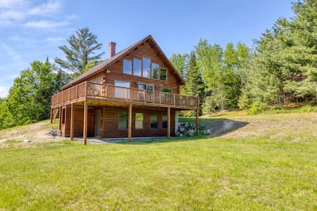 Lovely cabin home with mountain views, direct access to ski and snowshoe trails!