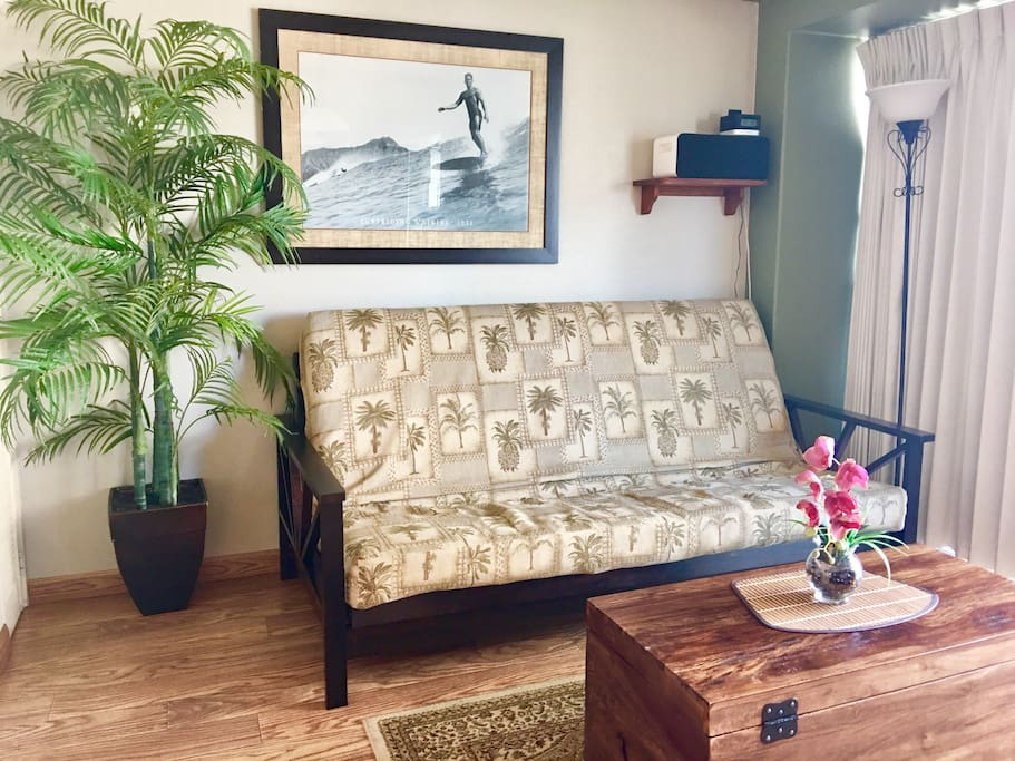 hawaiian style living room with full size futon bed