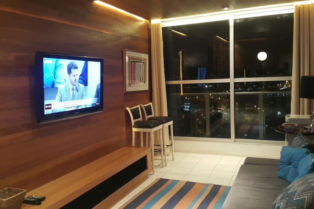 Sala de estar com Tv de 42 polegadas