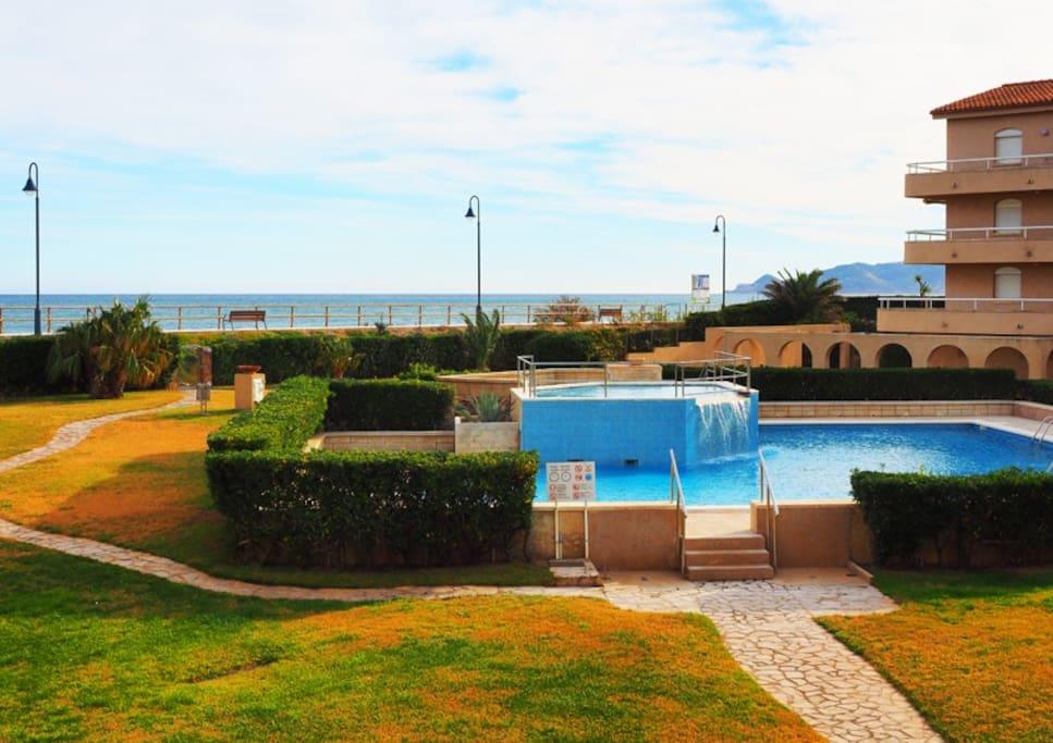 Apartamento para 5 con piscina en playa estartit for Piscina en catalan