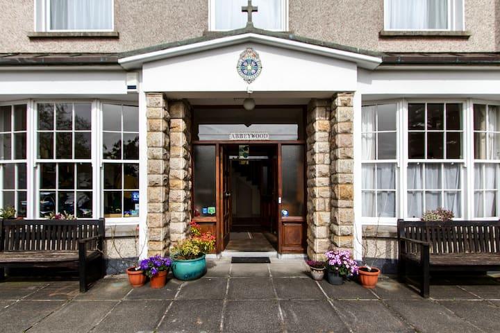 4 bed - Abbeywood-great location! - Westport - Bed & Breakfast