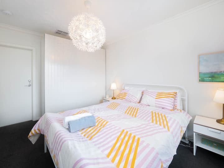 Bedroom with toilet near city, supermarket and gym