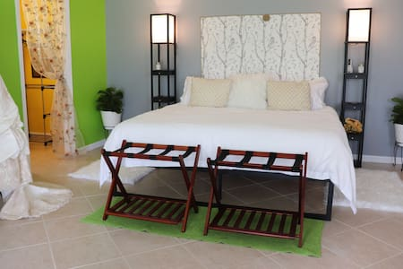 Evangeline's Bed and Breakfast, pure and simple