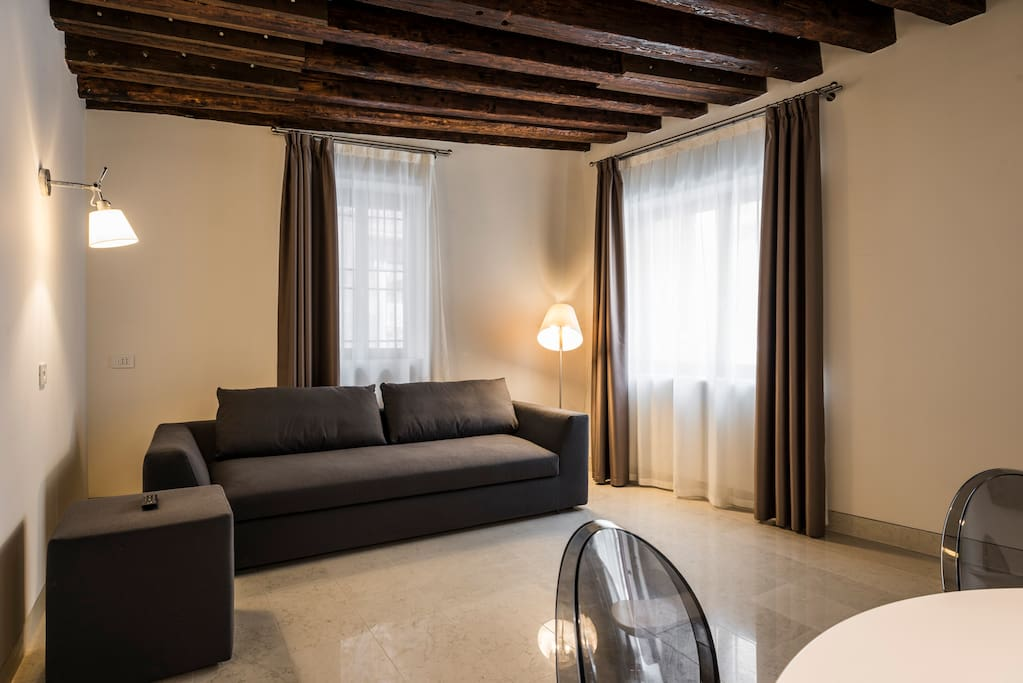 MyPlace Campo Santa Margherita Superior Apartment- zona giorno