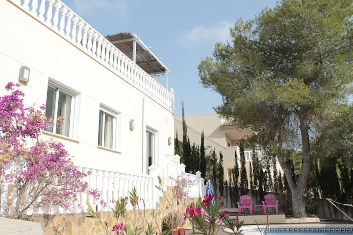 Villa KIP, enjoying the pool & jacuzzi in Spain!