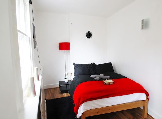 Double room in posh Soho 1FR