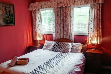 Comfy double bed 5 mins from Bantry - Bantry