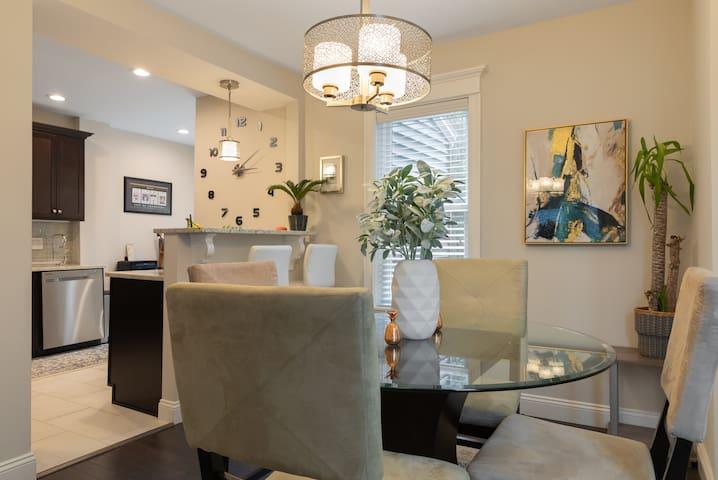 ★ Luxury & Comfort! Modern Home 15 Min to Boston ★