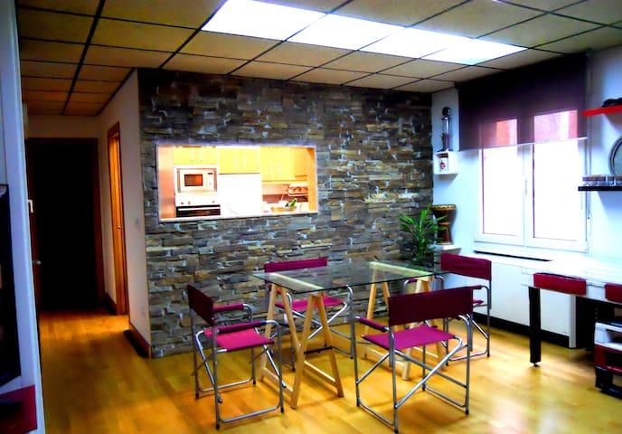 Moderno apartamento muy amplio - Gijón - Byt