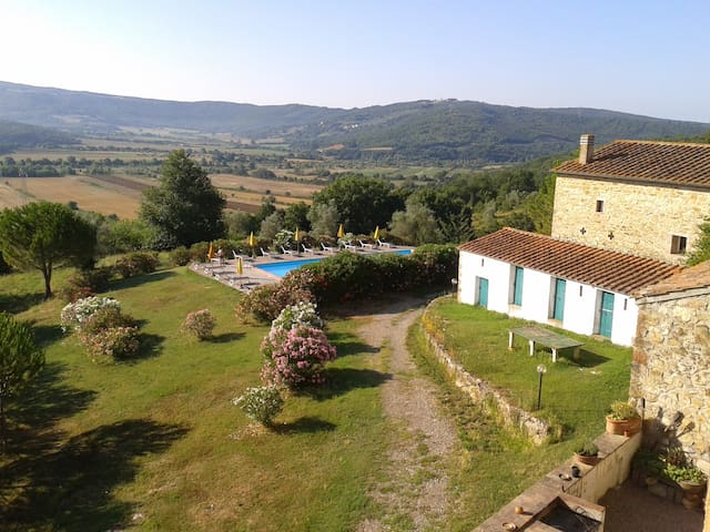 Poltrona Letto Frassineta.Airbnb Frassine Vacation Rentals Places To Stay Tuscany