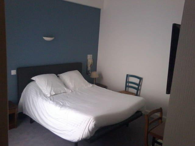 Chambre tout confort en plein coeur de Vitré - Vitré - Byt se službami (podobně jako v hotelu)