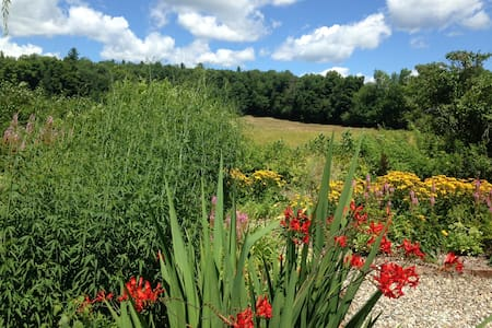 Heavenly Retreat outside Shelburne Falls - Haus
