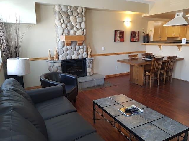 3-BR, Jacuzzi suite - Sunset Resorts Canmore & Spa