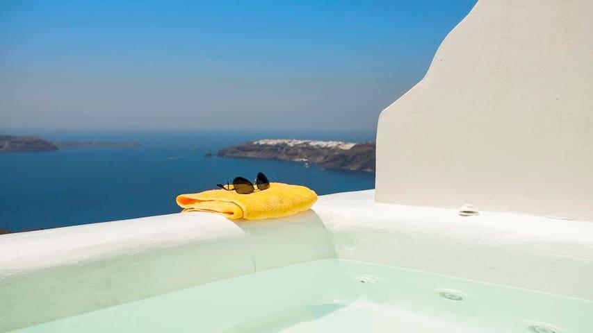 GRSBSAN401-2 Honeymoon Suite w/ Outdoor Hot Tub