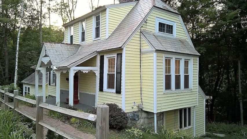 4br/2.5 Victorian Cottage Walk to Williams College - Williamstown - Hus
